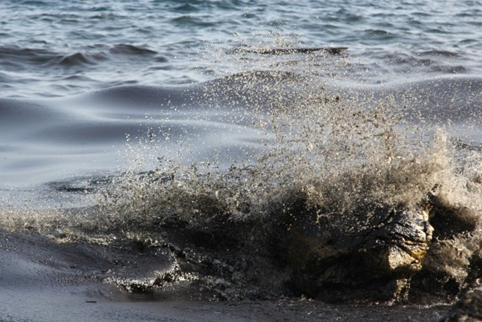 Οικολογική καταστροφή στον Σαρωνικό από το δεξαμενόπλοιο [φωτό] - εικόνα 3