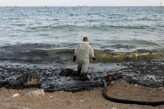 Οικολογική καταστροφή στον Σαρωνικό από το δεξαμενόπλοιο [φωτό] - εικόνα 7