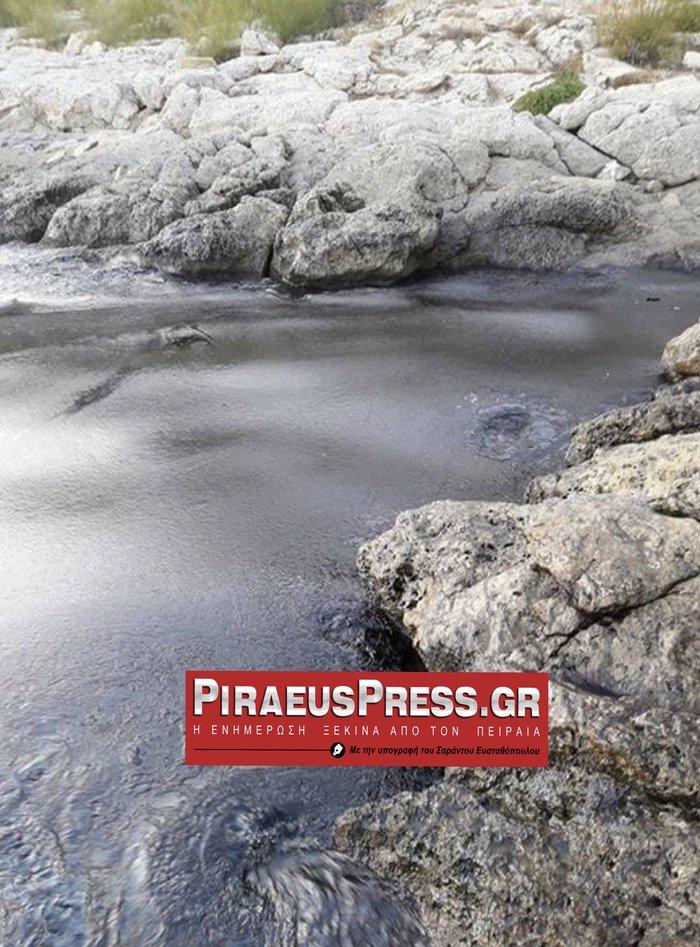 Στη Φρεαττύδα έφτασε η πετρελαιοκηλίδα από τη Σαλαμίνα - εικόνα 2