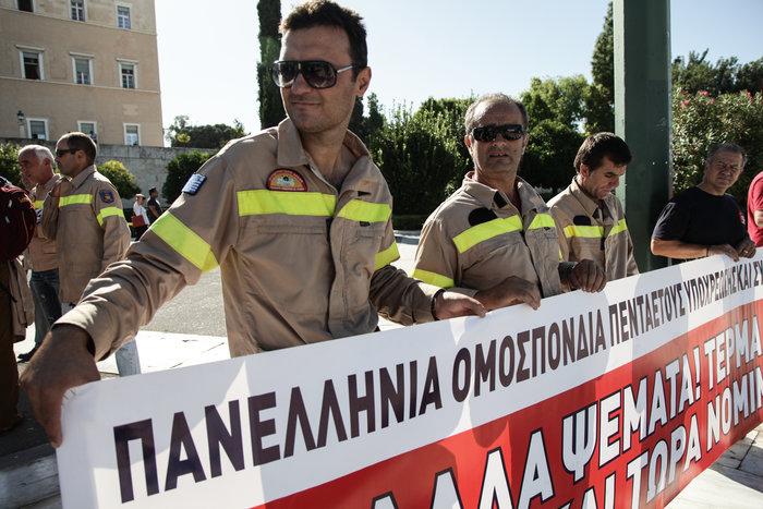 Στους δρόμους συνταξιούχοι & πυροσβέστες-Δύο συγκεντρώσεις στο κέντρο - εικόνα 4