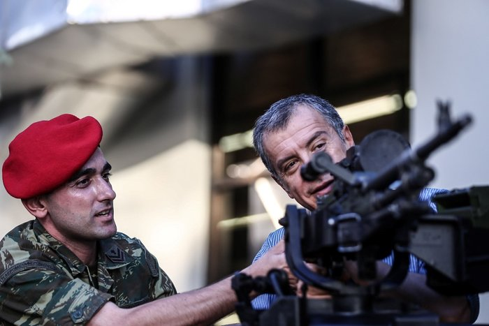 Ο Σταύρος Θεοδωράκης, το πολυβόλο και η χαμογελαστή αρχιλοχίας - εικόνα 3