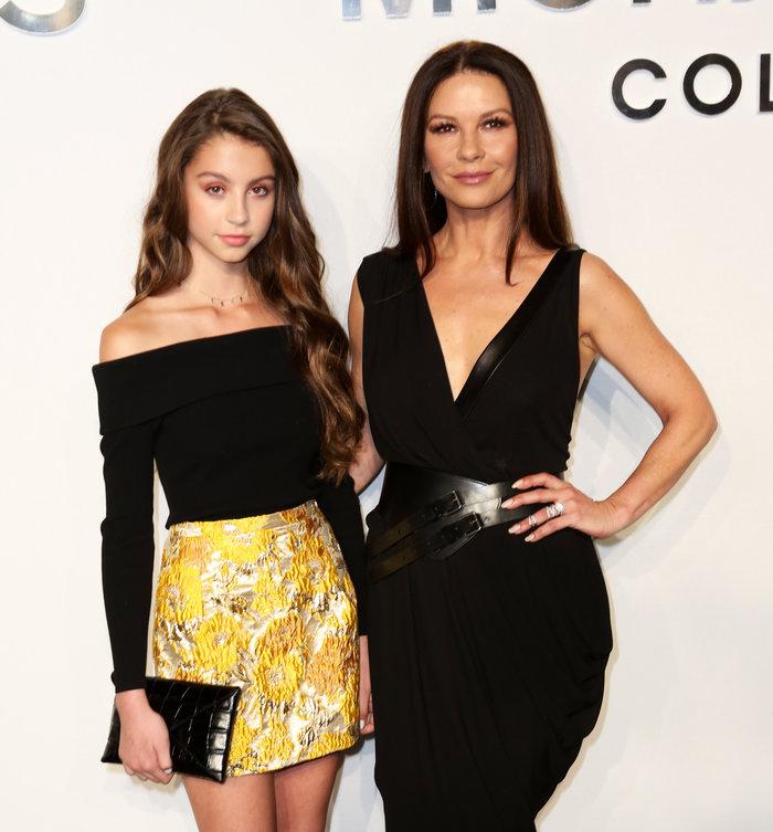 Η Κάθριν Ζέτα Τζόουνς πήγε στην NYFW με την πανέμορφη - ολόιδια κόρη της
