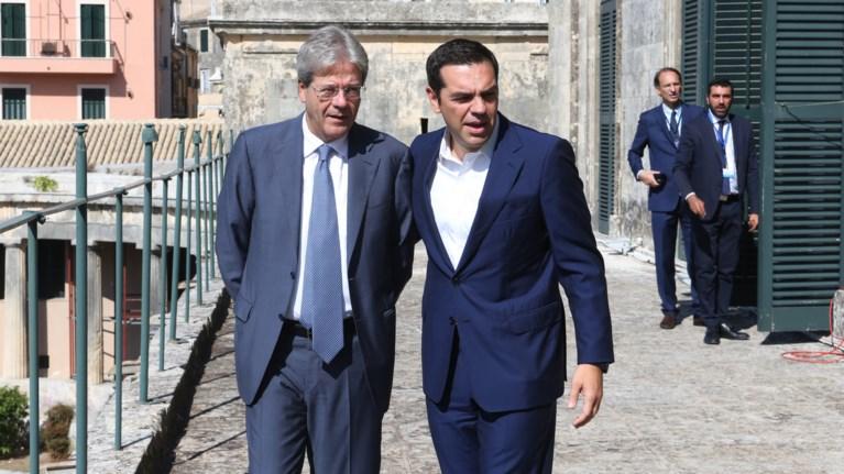 stous-italous-i-trainose-me-upografes-tsipra---tzentiloni