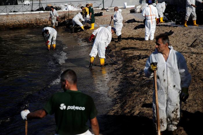 Τα χαμένα 24ωρα στον Σαρωνικό: Πώς «ξέφυγε» η πετρελαιοκηλίδα - εικόνα 3