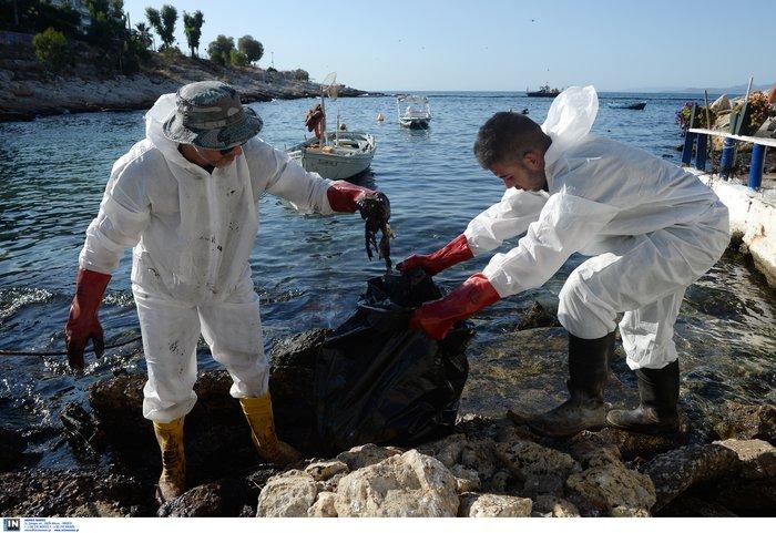 Τα χαμένα 24ωρα στον Σαρωνικό: Πώς «ξέφυγε» η πετρελαιοκηλίδα