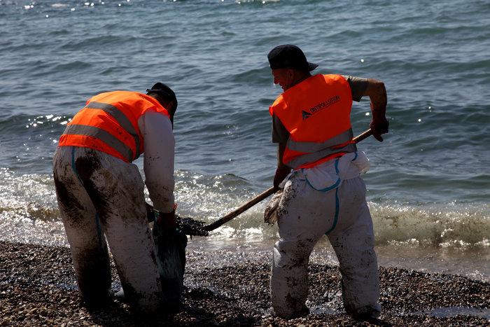 Πετρέλαιο και μαζούτ «πνίγει» τον Σαρωνικό [ΕΙΚΟΝΕΣ] - εικόνα 9