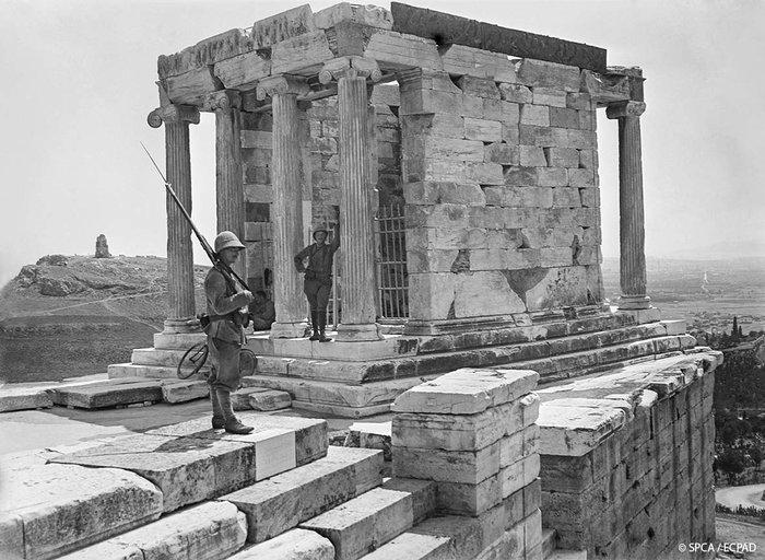 Φρουρά στον Ναό της Αθηνάς Νίκης