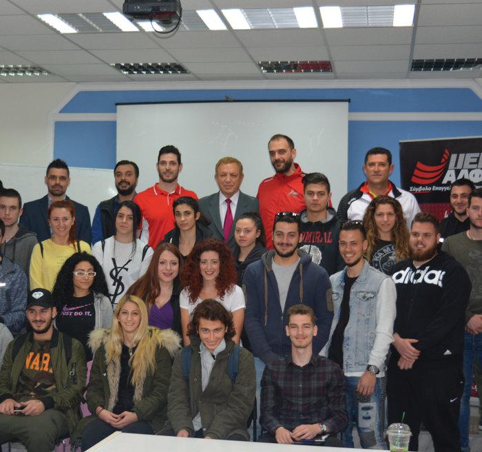 Οι πρωταθλητές Ελλάδας στο Handball μετά το σεμινάριο στους σπουδαστές