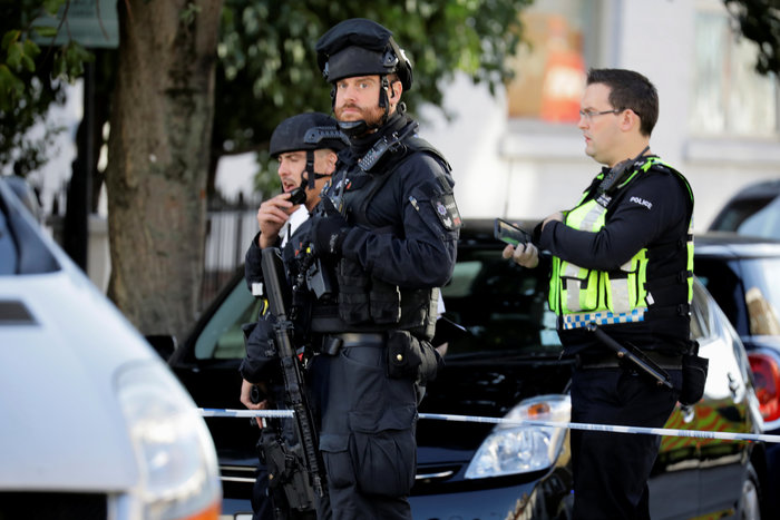 Λονδίνο: Σε εξέλιξη ανθρωποκυνηγητό για τη σύλληψη του δράστη - εικόνα 10