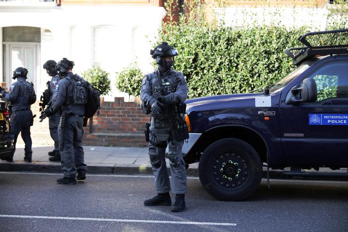 Λονδίνο: Σε εξέλιξη ανθρωποκυνηγητό για τη σύλληψη του δράστη - εικόνα 13