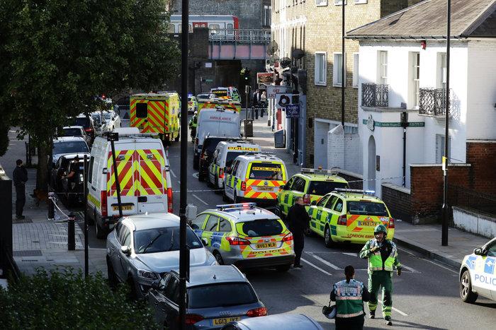 Λονδίνο: Σε εξέλιξη ανθρωποκυνηγητό για τη σύλληψη του δράστη - εικόνα 14