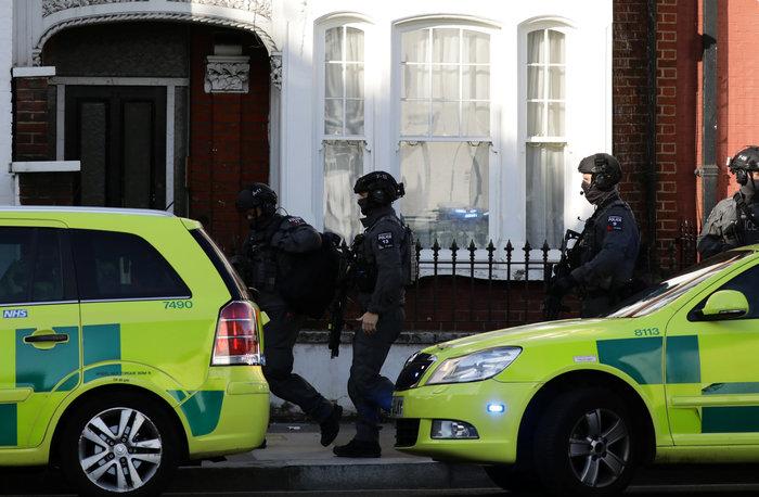 Λονδίνο: Σε εξέλιξη ανθρωποκυνηγητό για τη σύλληψη του δράστη - εικόνα 15