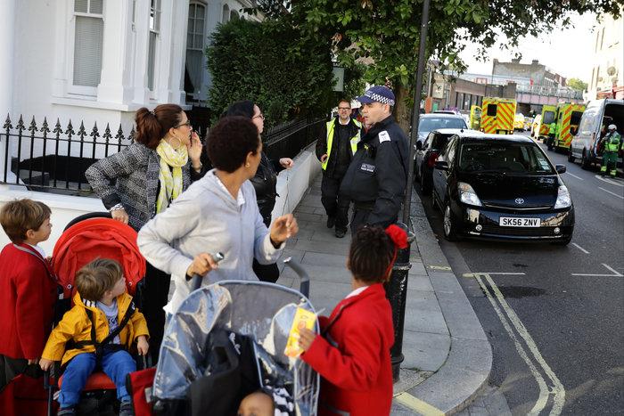 Λονδίνο: Σε εξέλιξη ανθρωποκυνηγητό για τη σύλληψη του δράστη - εικόνα 17