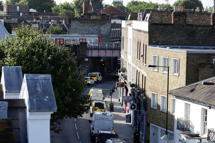 Λονδίνο: Σε εξέλιξη ανθρωποκυνηγητό για τη σύλληψη του δράστη - εικόνα 19