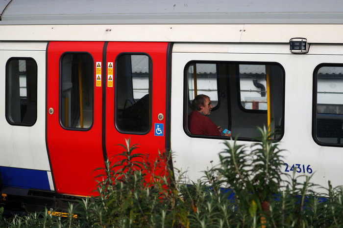 Λονδίνο: Σε εξέλιξη ανθρωποκυνηγητό για τη σύλληψη του δράστη - εικόνα 5