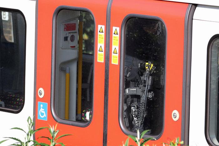 Λονδίνο: Σε εξέλιξη ανθρωποκυνηγητό για τη σύλληψη του δράστη - εικόνα 6
