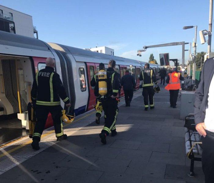 Καρέ καρέ η τρομοκρατική επίθεση στο μετρό του Λονδίνου - εικόνα 2