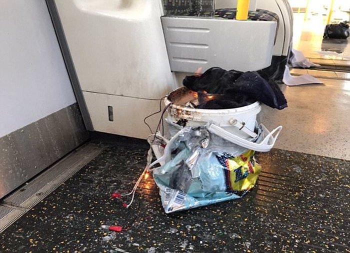 Καρέ καρέ η τρομοκρατική επίθεση στο μετρό του Λονδίνου - εικόνα 3