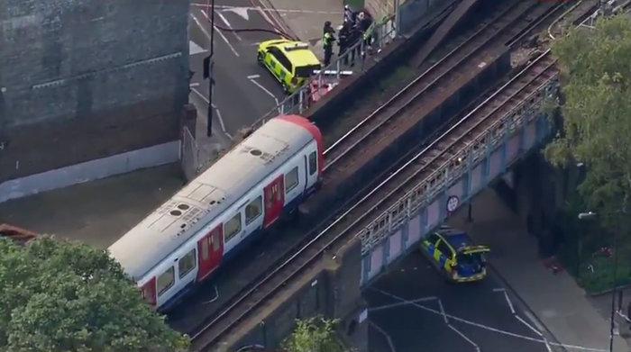 Καρέ καρέ η τρομοκρατική επίθεση στο μετρό του Λονδίνου - εικόνα 11