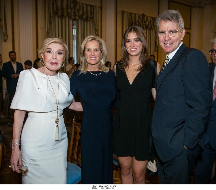 (Από αριστερά) Μαριάννα. Βαρδινογιάννη, Kerry Kennedy, Mariah (κόρη της Κέννεντυ), Jeffrey Pyatt (Αμερικανός Πρέσβης)