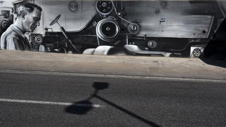 Ο γκραφιτάς που στέλνει το Πέραμα στο... μέλλον