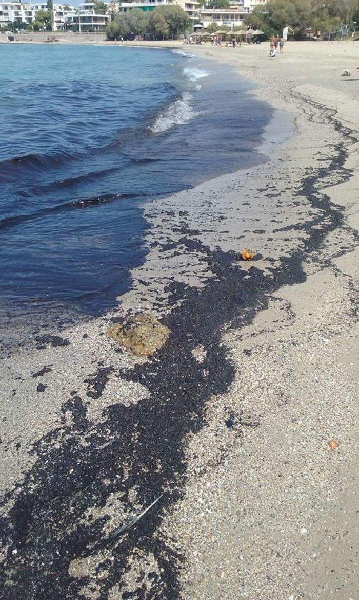 Φωτογραφίες: Το μαζούτ έφτασε μέχρι την παραλία της Σαρωνίδας! - εικόνα 2