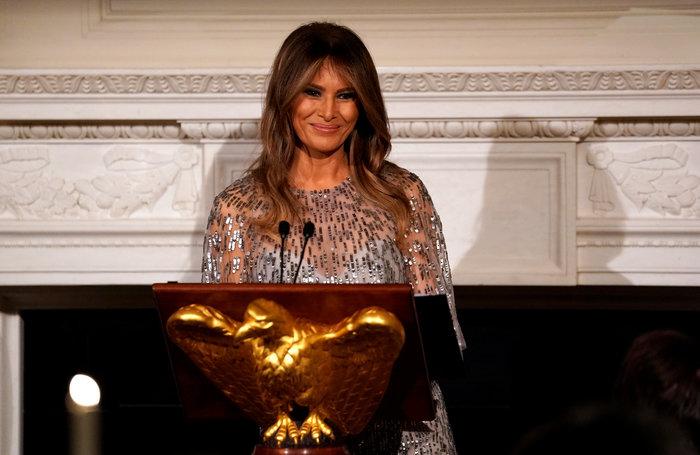 Με φόρεμα 8 χιλ. δολαρίων η Μελάνια. Αστραφτερή στη νέα της εμφάνιση