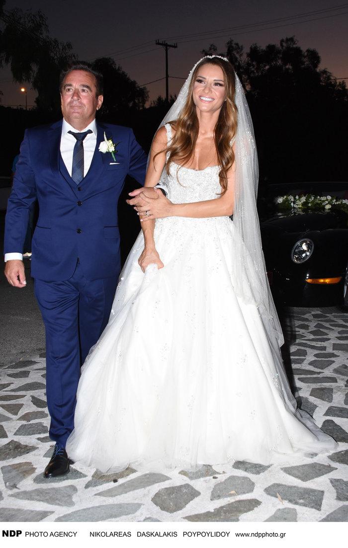 Το άλμπουμ του ρομαντικού γάμου της παρουσιάστριας Ελένης Τσολάκη - εικόνα 3