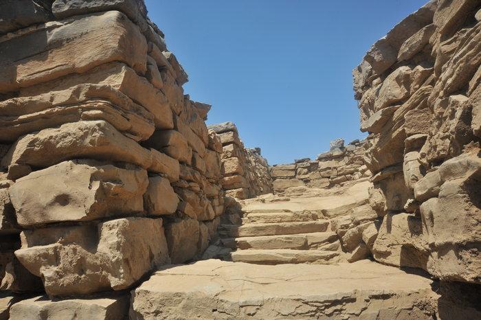 Η εσωτερική σκάλα που ανακαλύφθηκε κατά την ανασκαφή