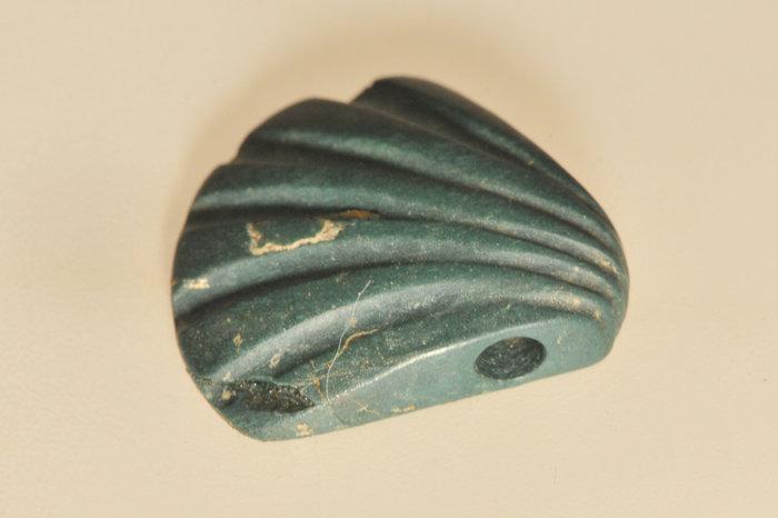 Περίαπτο όπως αυτό σε σχήμα αχιβάδας