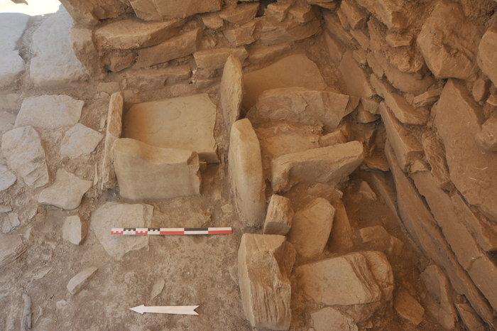 Λίθινες θήκες αποκαλύφθηκαν οι οποίες θα περιείχαν πολύτιμα αντικείμενα