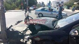 Οδηγός έριξε το αυτοκίνητο πάνω σε γυναίκα ποδηλάτη που περίμενε σε φανάρι