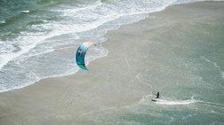 Εντυπωσιακές εικόνες από διαγωνισμό kitesurf στη Βραζιλία