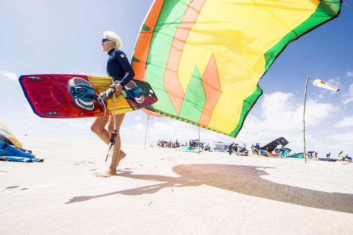 Εντυπωσιακές εικόνες από διαγωνισμό kitesurf στη Βραζιλία - εικόνα 3