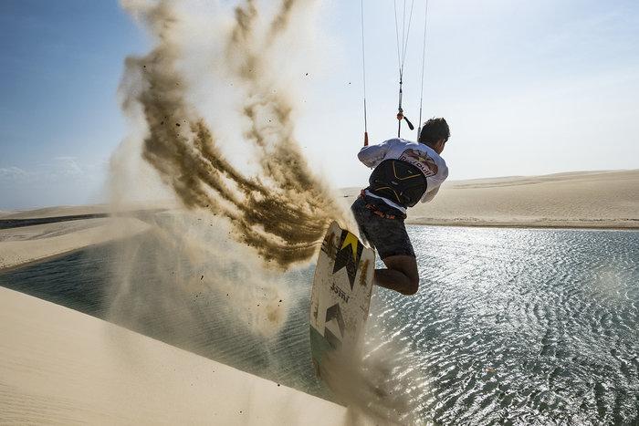 Εντυπωσιακές εικόνες από διαγωνισμό kitesurf στη Βραζιλία - εικόνα 7