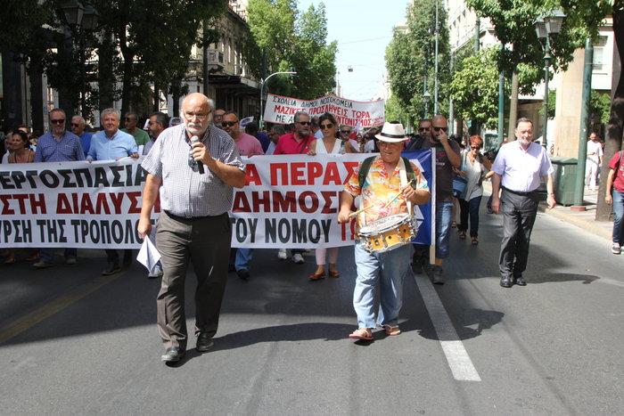 Στους δρόμους οι δημόσιοι υπάλληλοι, αντιδρούν στην αξιολόγηση