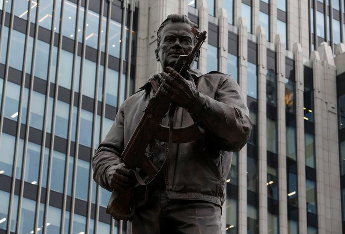 Το Καλάσνικοφ έγινε... άγαλμα στο κέντρο της Μόσχας - εικόνα 2