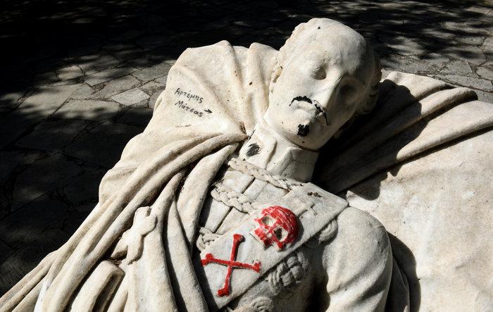 Γέμισαν ναζιστικά σύμβολα τον τάφο του Αλέξανδρου Υψηλάντη (Εικόνες) - εικόνα 5