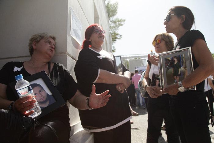 """Μαυροφορεμένες μάνες φώναξαν """"όχι άλλο αίμα στους δρόμους"""" φωτό - εικόνα 2"""
