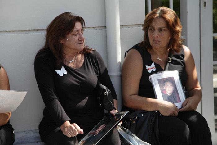 """Μαυροφορεμένες μάνες φώναξαν """"όχι άλλο αίμα στους δρόμους"""" φωτό - εικόνα 4"""