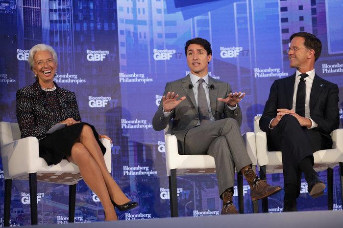 O Τριντό συζητά με την Λαγκάρντ φορώντας κάλτσες... Star Wars!