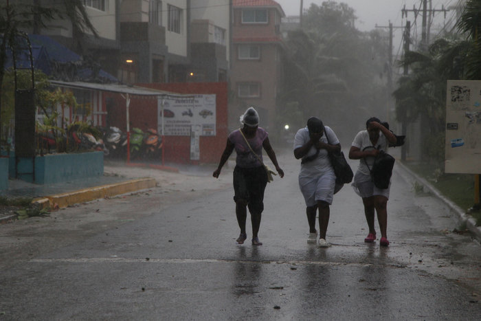 Kαταστροφή επικών διαστάσεων από τον τυφώνα «Μαρία» - εικόνα 7