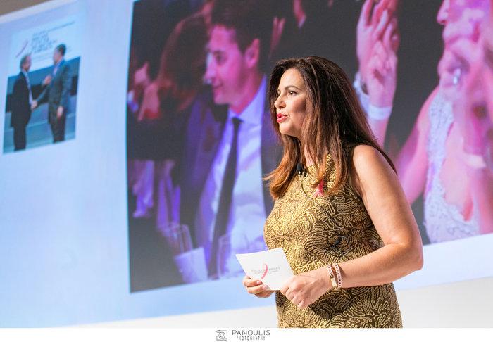 Η Κατερίνα Γκαμηλιάρη, διευθύντρια της Estee Lauder Balkans παρουσιάζει τις δράσεις της εκστρατείας