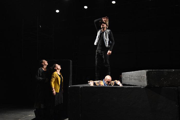 «Η δύναμη του σκότους» του Λέοντος Τολστόι στο Σύγχρονο Θέατρο - εικόνα 4