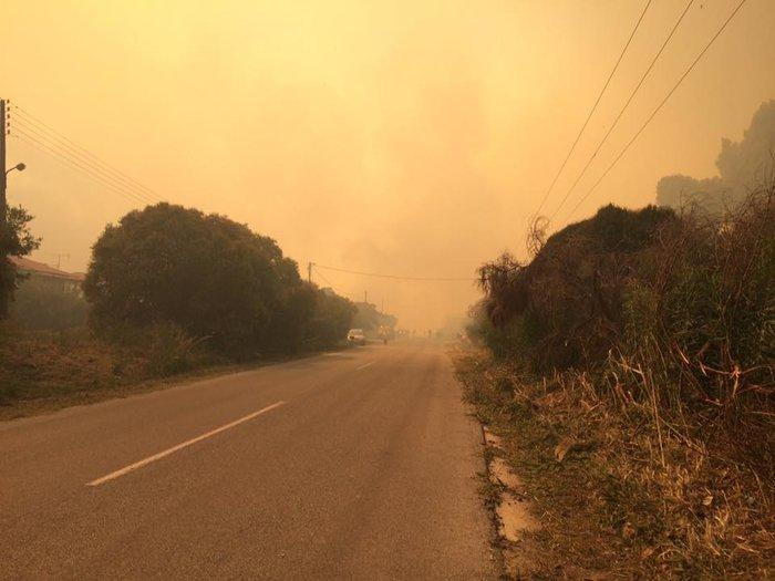 Πυρκαγιά κοντά σε οικισμό στην Κασσάνδρα-Εκκενώθηκε ξενοδοχείο στις Σέρρες