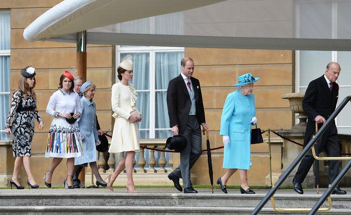 Βρετανίδα πριγκίπισσα ξεσάλωσε στη Σύμη:Εσπασε πιάτα & χόρεψε στο τραπέζι