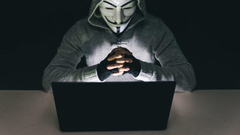 neo-xtupima-apo-tous-anonymous-me-diarroi-kubernitikwn-arxeiwn