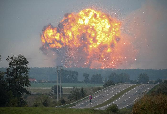 Έκρηξη σε στρατιωτική βάση στην Ουκρανία - Απομακρύνθηκαν 24.000 άνθρωποι - εικόνα 2