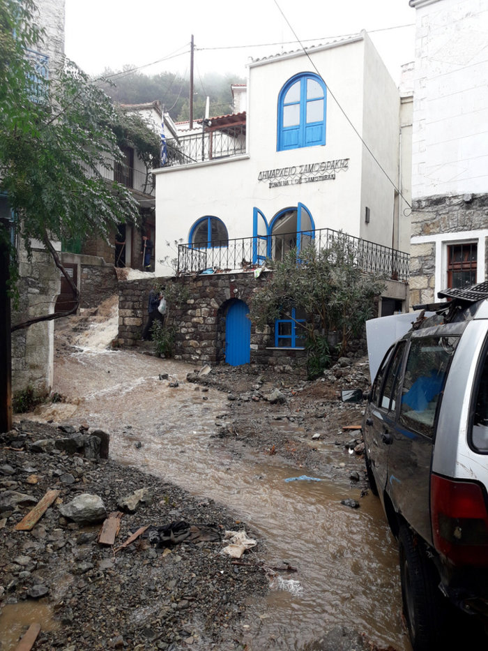 Εικόνες «βιβλικής» καταστροφής στη Σαμοθράκη - εικόνα 3