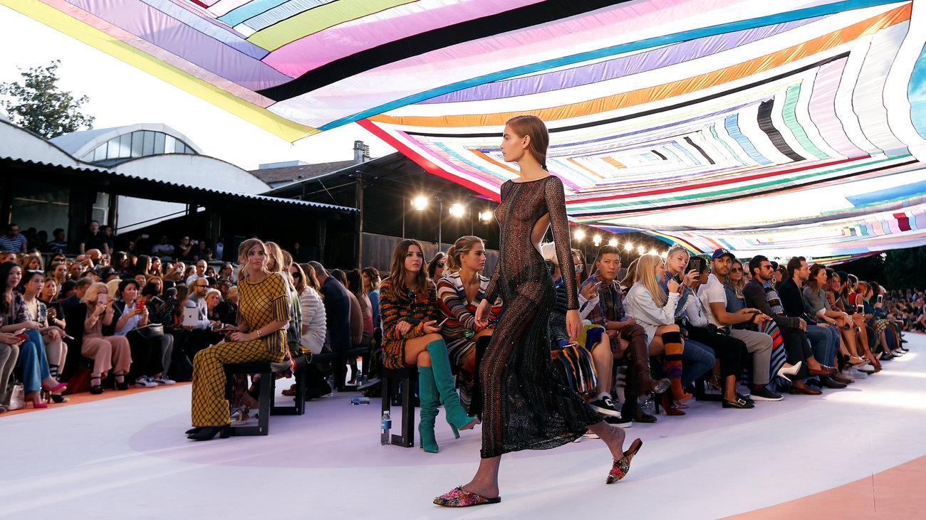milan-fashion-week-otan-i-moda-exei-kefia